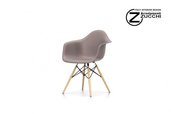 Eames plastic armchair daw vitra italy interior design for Zucchi arredamenti cornaredo
